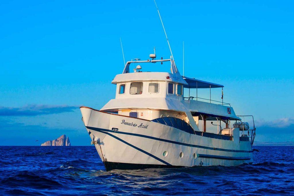 galapagos-cruises-danubio