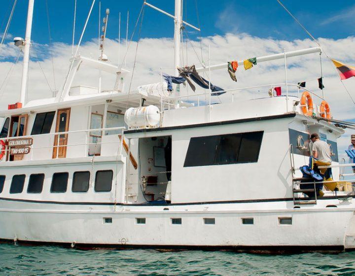 galapagos-cruises-golondrina