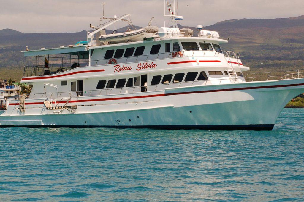 galapagos-cruises-reina