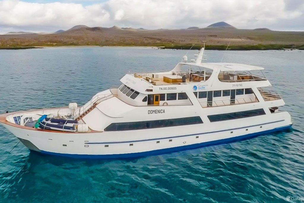 galapagos-cruises-star-journey