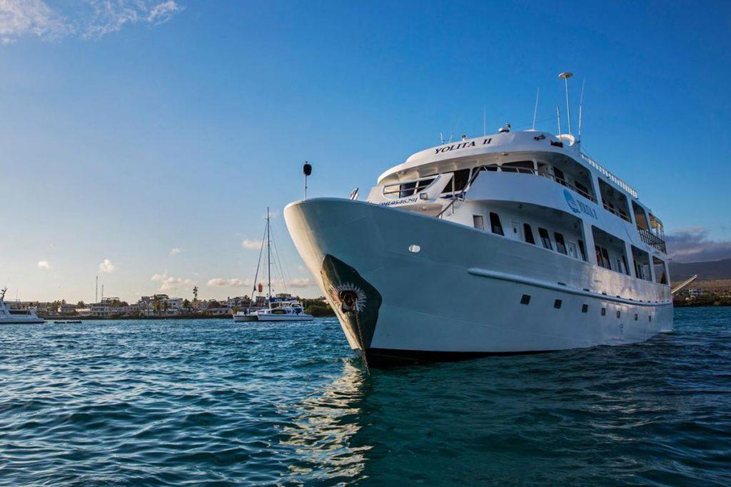 galapagos-cruises-yolit